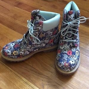 TIMBERLAND - floral boots